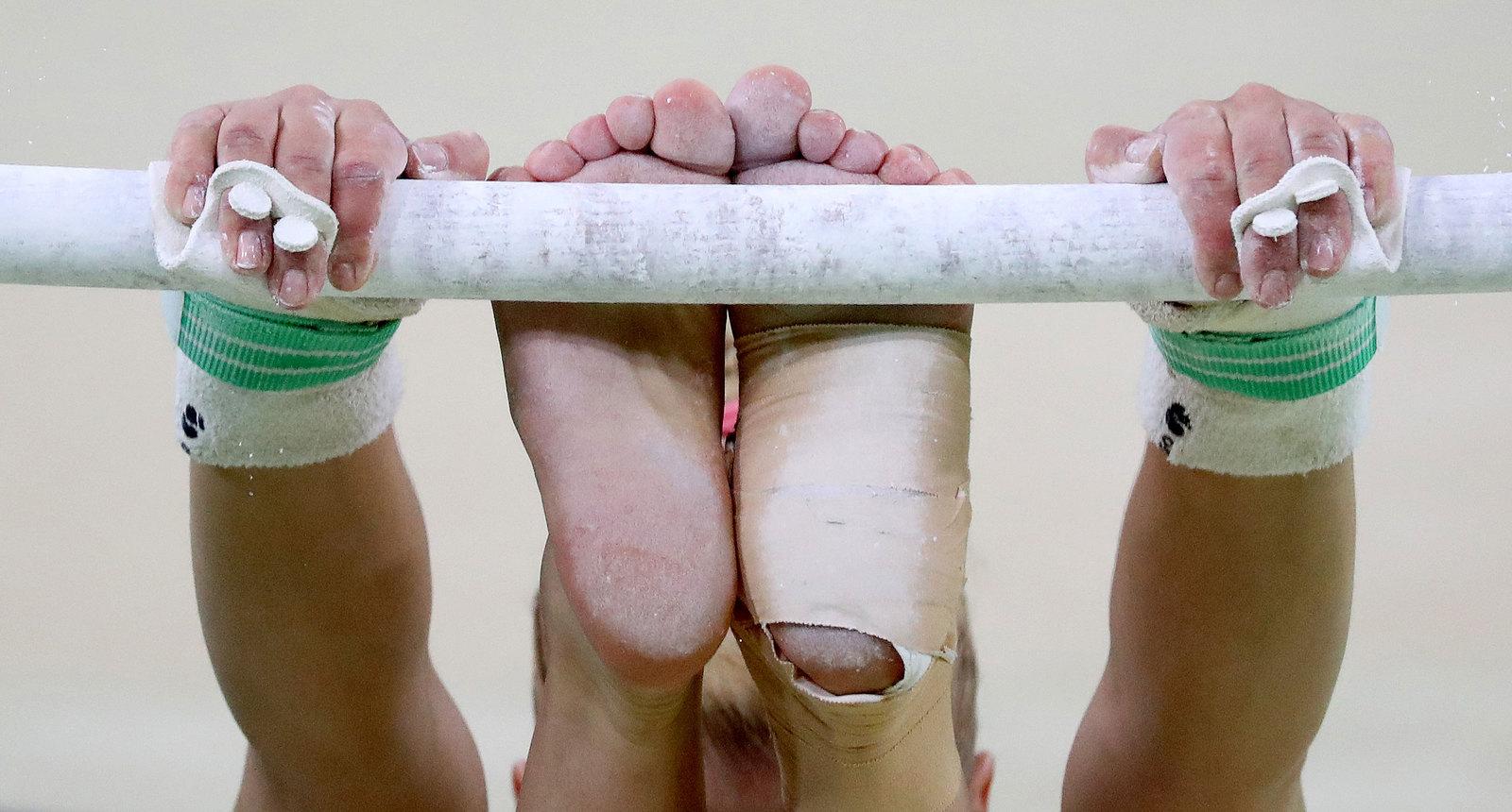 Путь к медалям у гимнастов тернист. Редкий спортсмен выступает без травм и растяжений