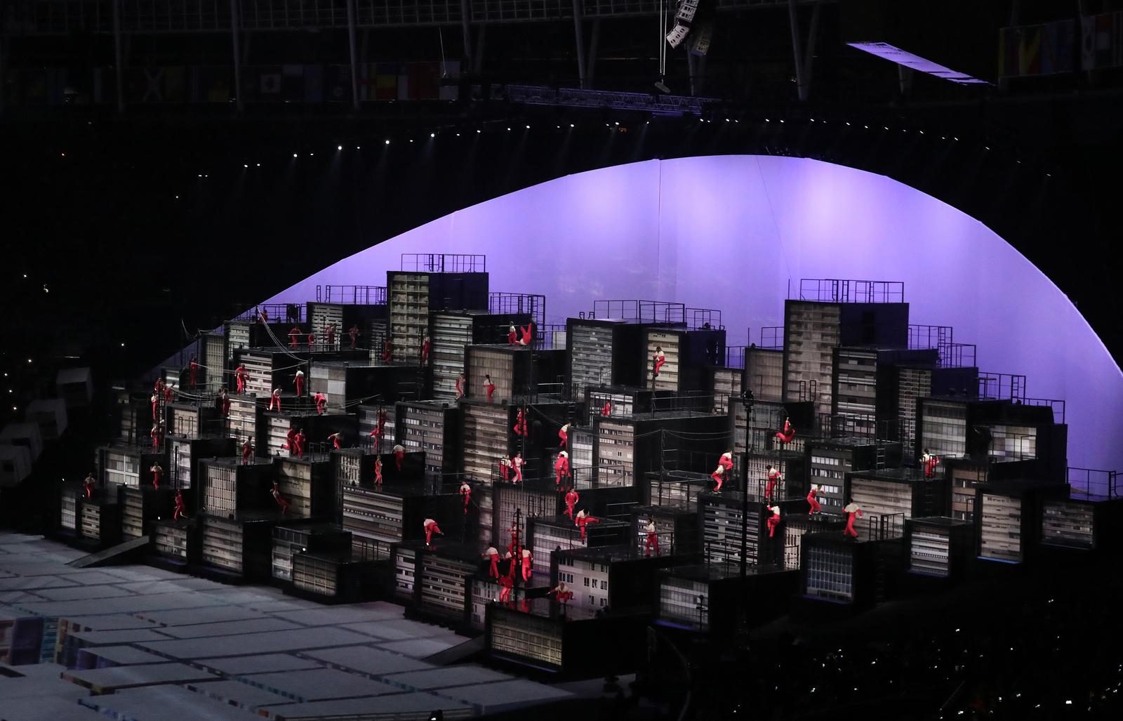 На церемонии открытия показали городские танцы на крышах