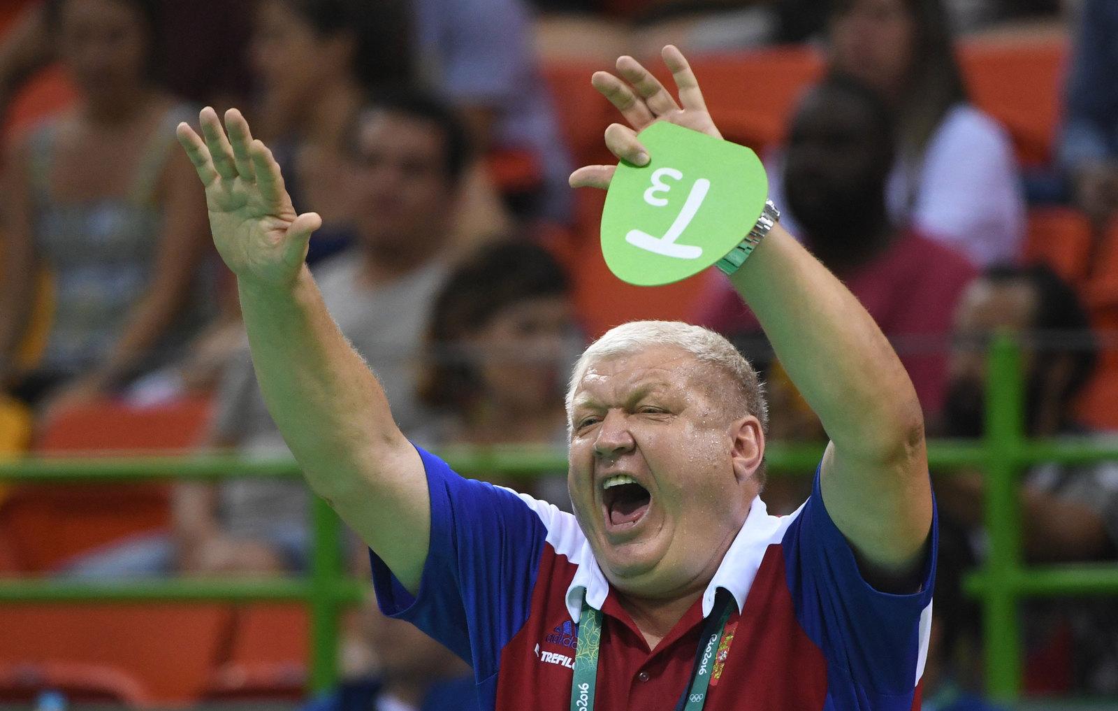 Тренер российской женской сборной по гандболу Евгений Трефилов как всегда крайне эмоционален