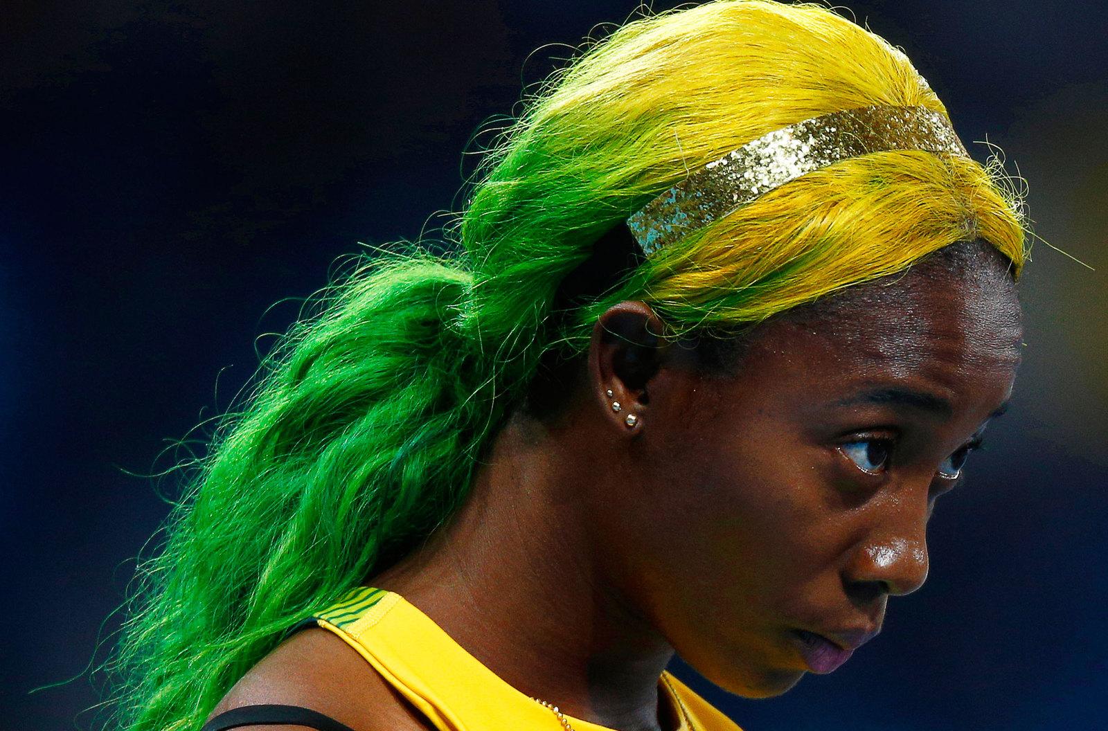 Ямайская бегунья Фрезер-Прайс часто экспериментирует с цветом волос