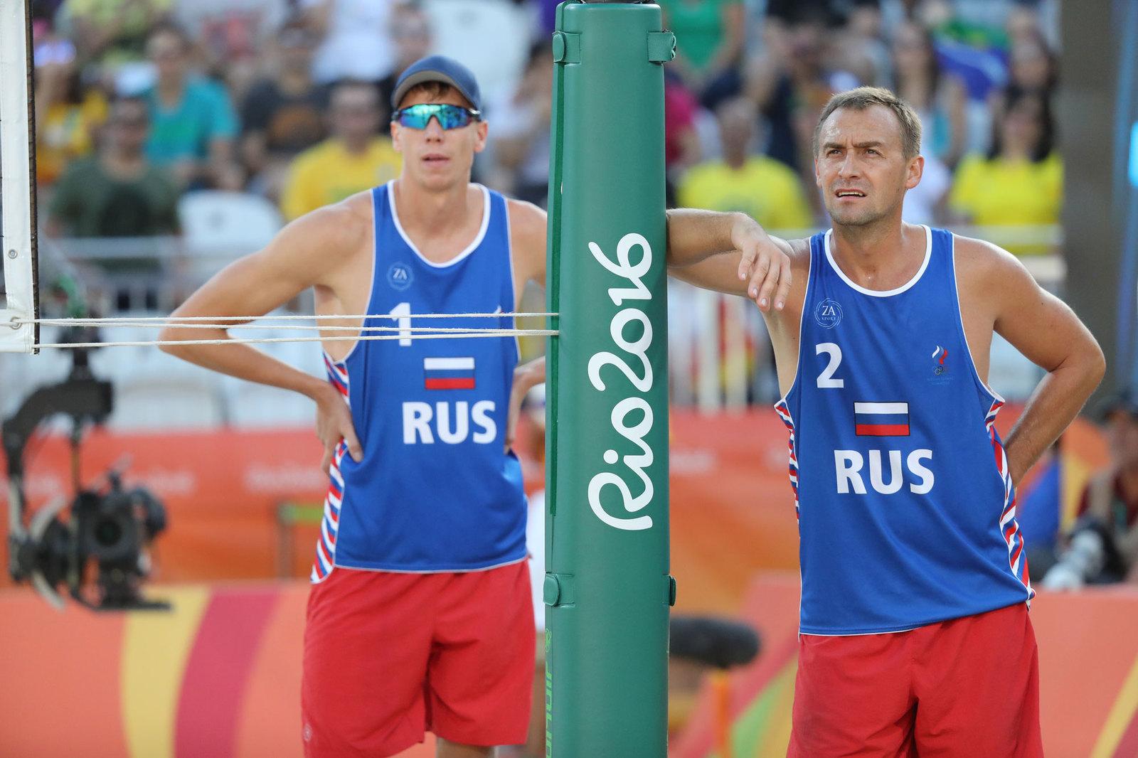 Мужской дуэт Никиты Лямина и Дмитрия Барсука продолжают борьбу за медали в пляжном волейболе