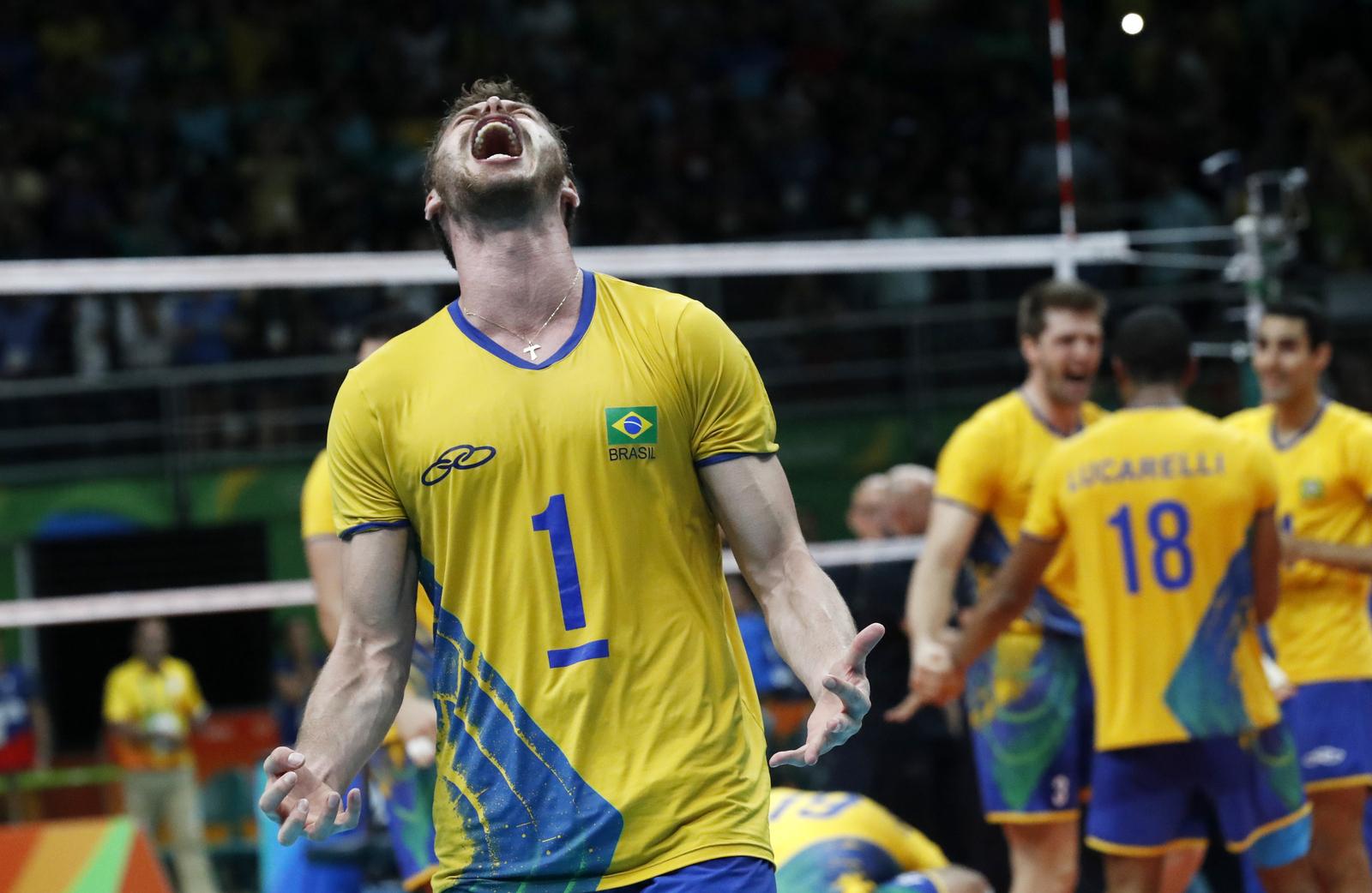 Мужская сборная Бразилии по волейболу одержала победу в олимпийском турнире над командой Италии