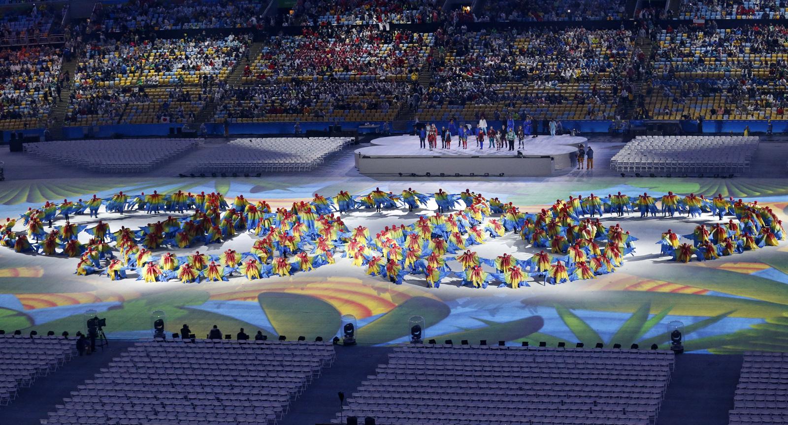 Танцующие олимпийские кольца на церемонии закрытия игр в Рио