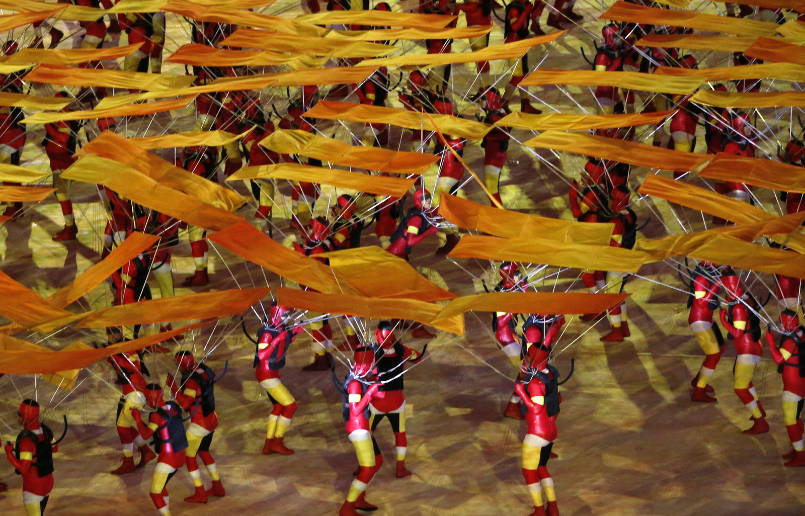 Очередной номер программы закртия олимпийских игр