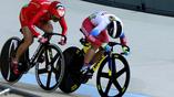 Россиянка Анастасия Войнова (справа) и Китаянка Тяньши Чжун на велотреке