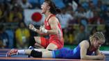 Две стороны олимпийской медали - радость и поражение. Эри Тосака выиграла золотую медаль в поединке с Марией Стадник в категории до 48 кг