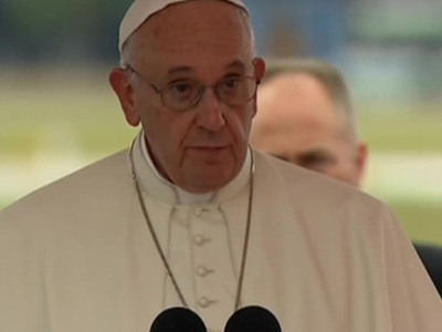 папа франциск помыл ноги беженцам