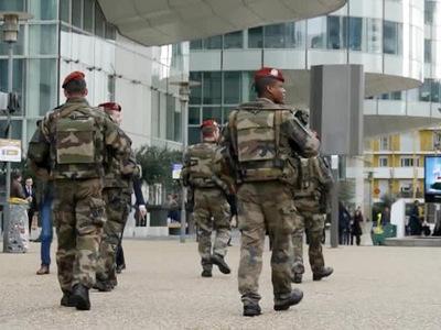 Погибший в Париже полицейский участвовал в операции в зале Батаклан