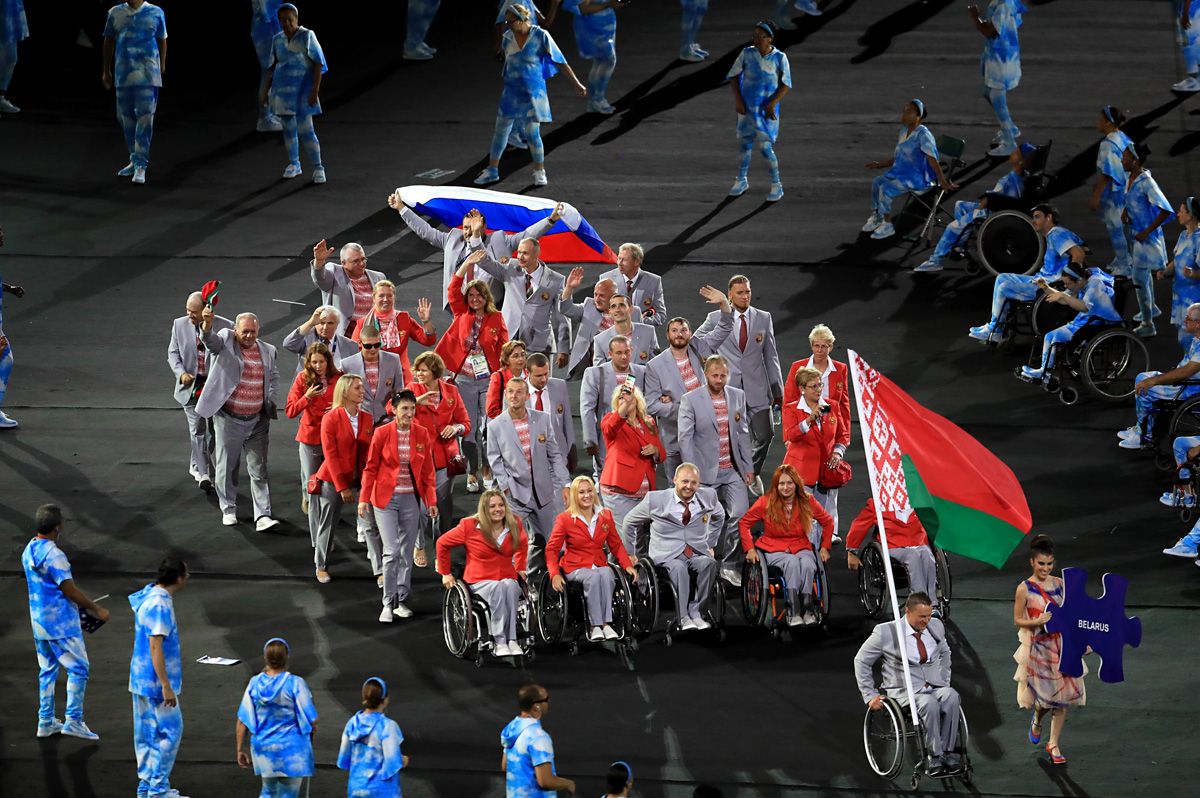 Российский триколор снова в Рио. Сборная Беларуси поддержала наших атлетов