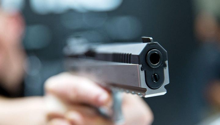 Угрожая пистолетом злоумышленник ограбил кредитную фирму