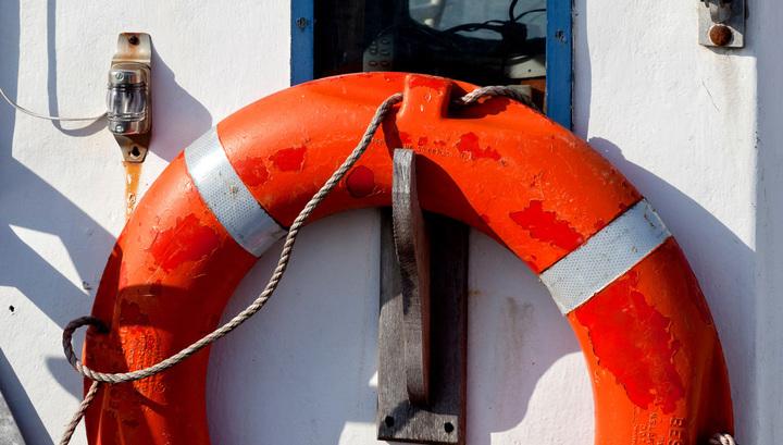 Спасатели нашли на Ладоге лодку, на которой перевернулись подростки