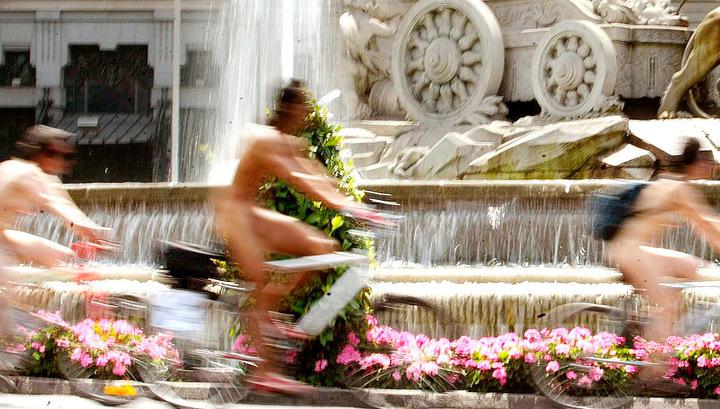 Их нравы. В Париже нудисты запросто смогут гулять в парке