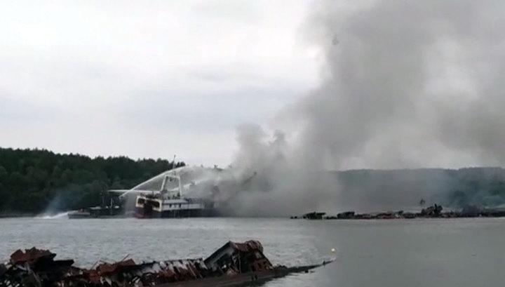 У берегов Камчатки горит траулер, эвакуированы более 20 человек