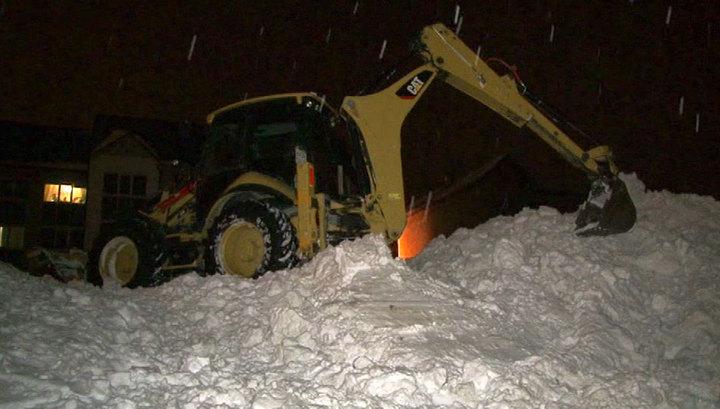 Ребенок, который оказался заживо погребенным под мощным слоем снега, ныне находится в состоянии комы