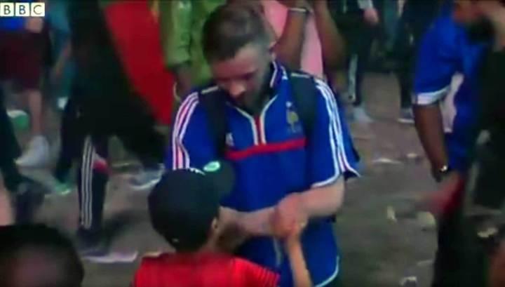 Португальский мальчик пожалел плачущего французского фаната