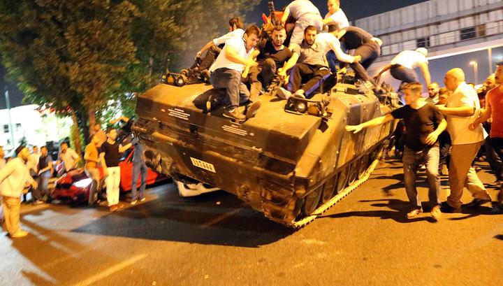 Устрашающая ночь в Турции: более шестидесяти погибших, взрывчатка на земле, огонь в небе