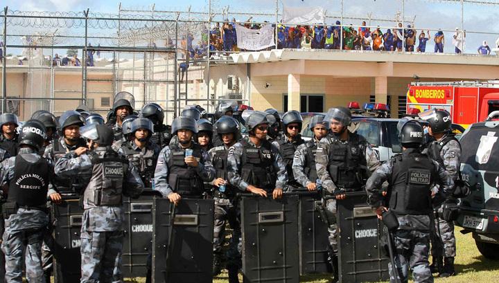 Тюремный бунт по-бразильски: не менее 30 человек погибли, трое обезглавлены