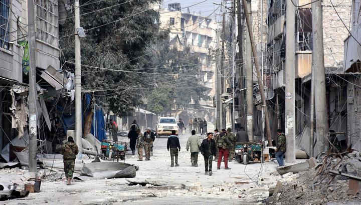 В Алеппо обнаружены массовые захоронения людей со следами пыток. Их нашли в освобожденных от боевиков районах города. Найдены также склады с боеприпасами и тяжелое вооружение. Официальный представитель Минобороны РФ генерал-майор Игорь Конашенков заявил, что результаты только первого обследования районов Алеппо, оставленных так называемой оппозицией, способны многих шокировать.