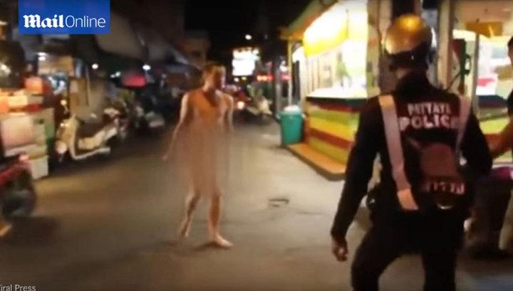 Тайланд знакомится с высокодуховным голым быдлопутинцем с ножом вместо скреп (видео)