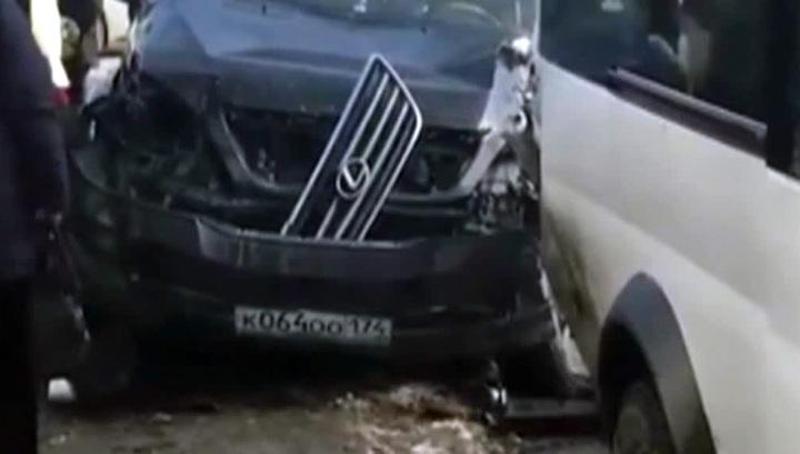 В Челябинске иномарка сбила пешеходов на остановке