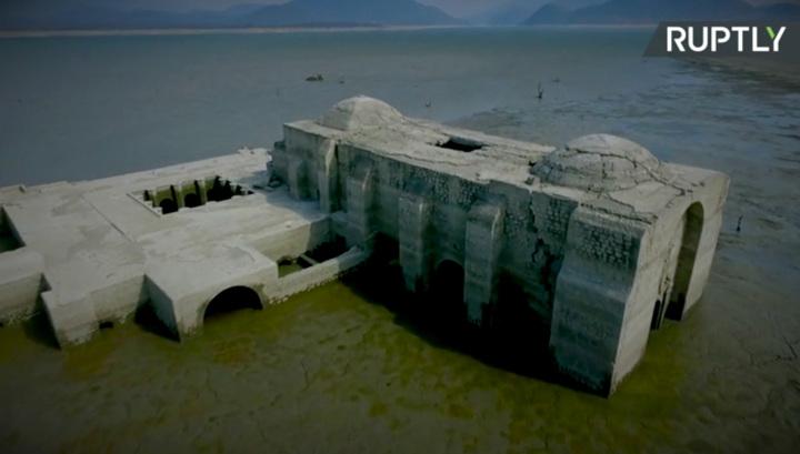 В Мексике из-под воды вновь показался 400-летний храм