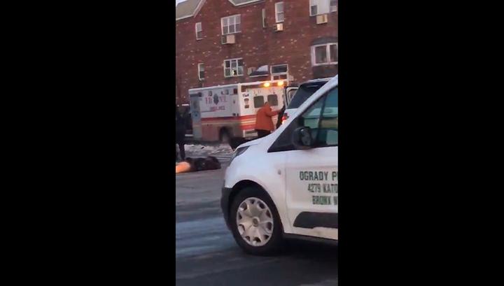 Угонщик похитил машину скорой помощи и убил медика. Видео