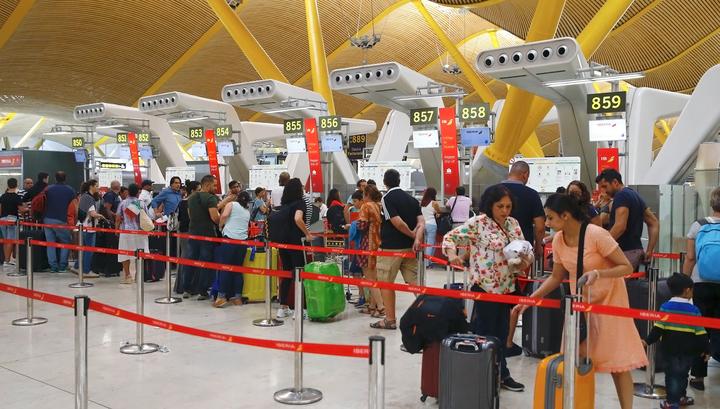 Из-за забастовки сотрудников безопасности в аэропорту Барселоны образовались большие очереди