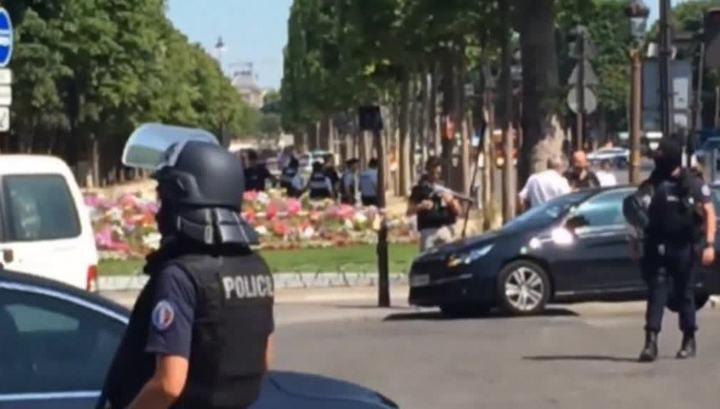 Преступник, атаковавший жандармов в Париже, был под надзором спецслужб
