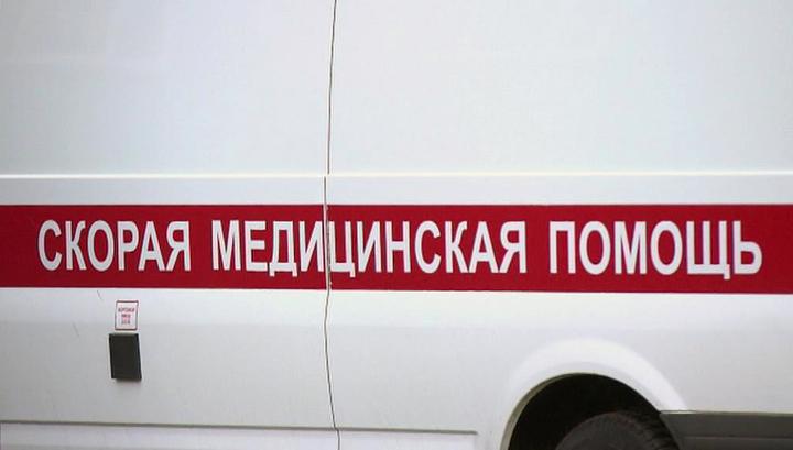 В Петербурге автомобиль протаранил остановку, три человека ранены