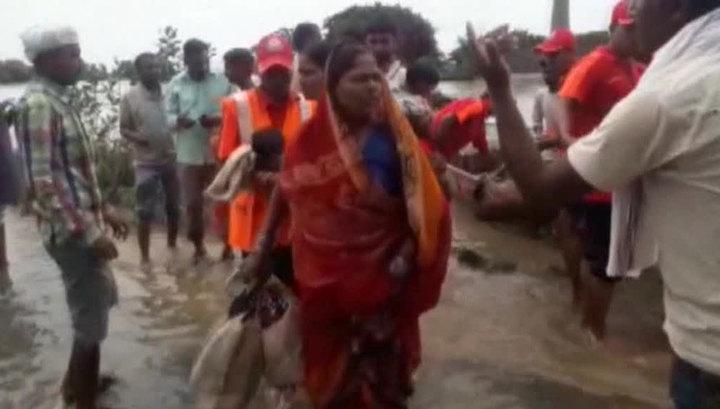 Сильнейшие наводнения в Индии: идет эвакуация