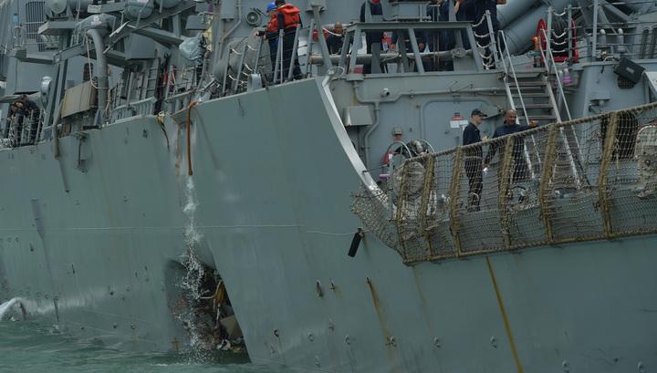 """В затопленных отсеках эсминца """"Джон Маккейн"""" обнаружены тела моряков"""