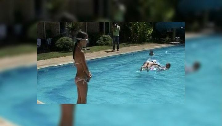 Девочка в бассейне голенькая фото 30-895