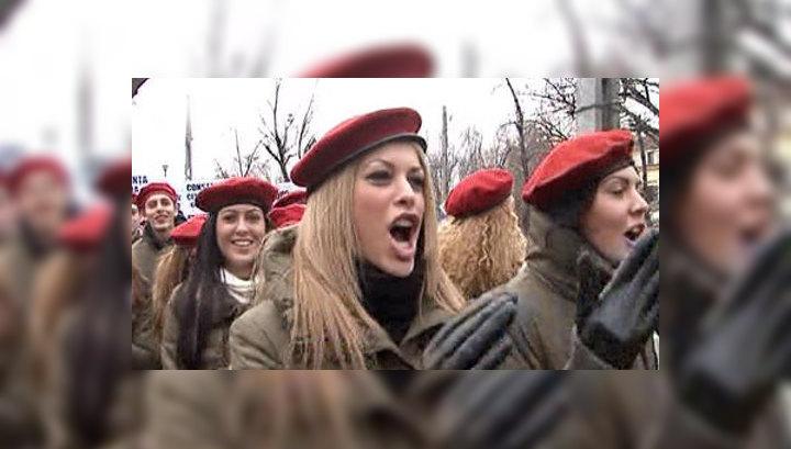 эротические фильмы как девушек принимали в армию