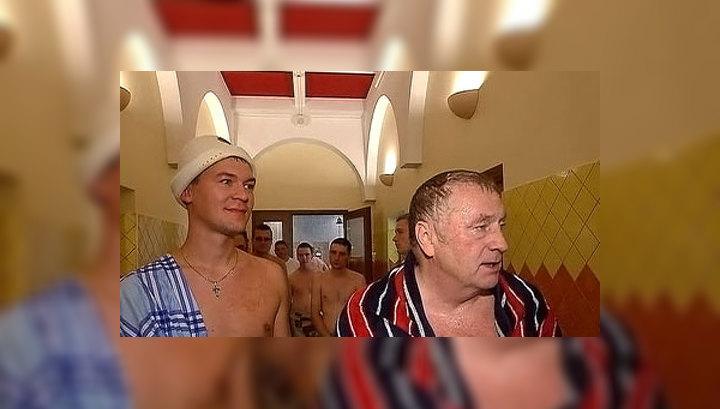 с женой и домработницей в бане