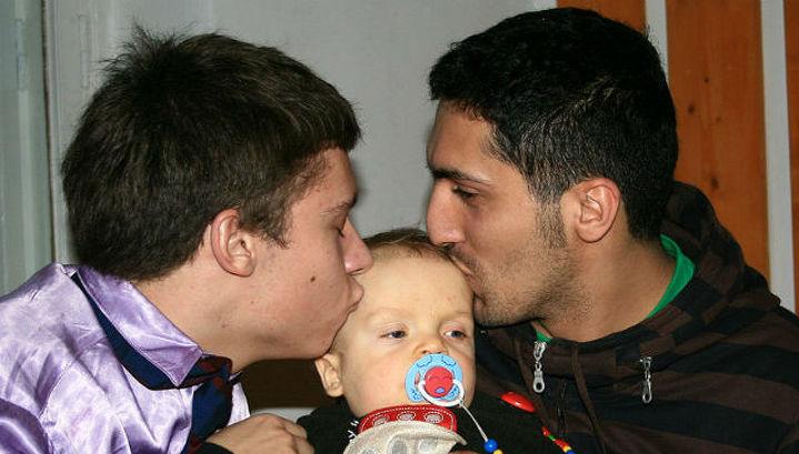 Смотреть гей видео гей отцы и сыновья фото 158-458