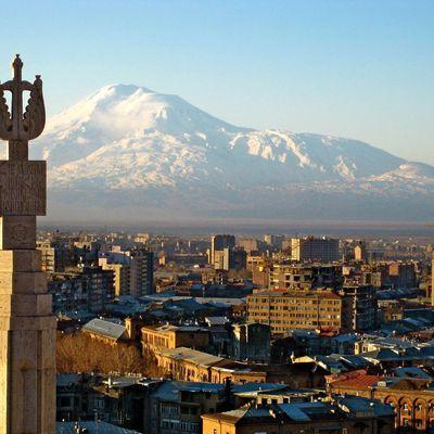 Захватчики в Ереване освободили двух заложников