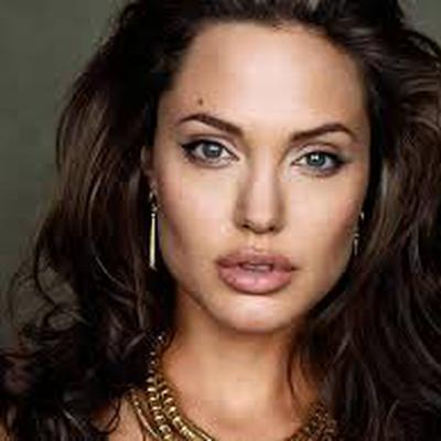 Анджелина Джоли работает с легендарным менеджером по кризисным ситуациям