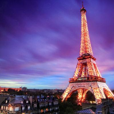 В Париже полицейские открыли огонь по автомобили после отказа остановиться