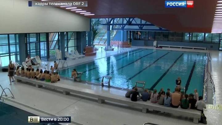 он затащил молодую русскую девушку в постель после бассейна