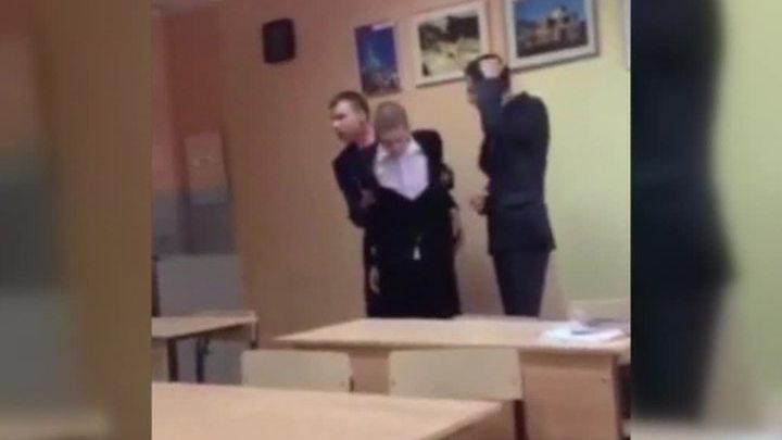 Одноклассник жёстко наказал одноклассницу фото 183-39