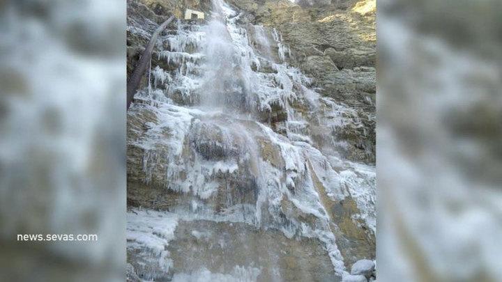 В Крыму замерз самый высокий водопад полуострова