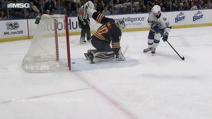 Вести.Ru: Шайба между ног: Никита Кучеров удивил игроков и болельщиков NHL
