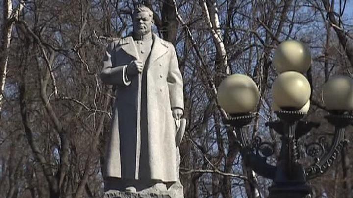Украинские националисты продолжают бороться с памятниками