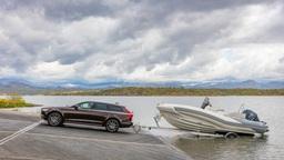 Названы российские цены Chrysler Pacifica