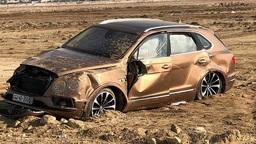 Богатые тоже бьются: новейший Bentley превратили в груду металла!