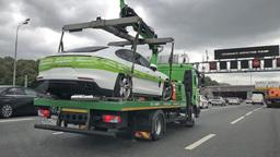 Новые машины массово эвакуируют из центра столицы