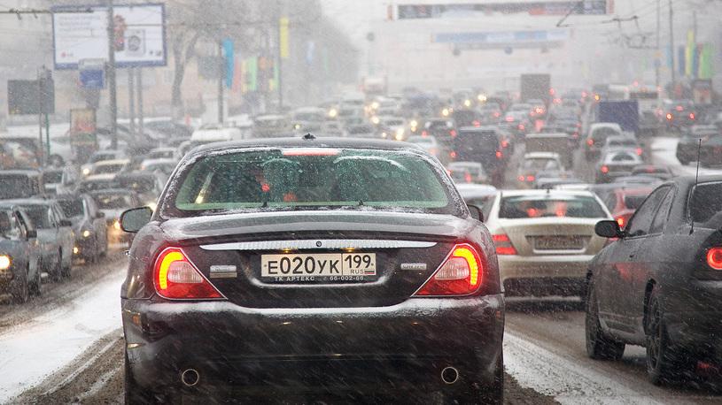 Названа главная причина грязных дорог в Москве
