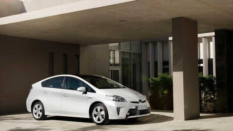 В России Toyota Prius отзывают на