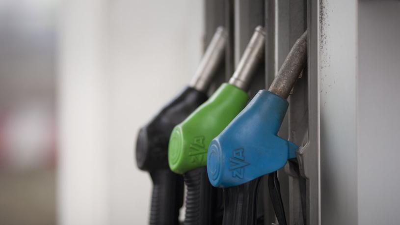 Вице-премьер РФ рассказал, как будут сдерживать цены на бензин