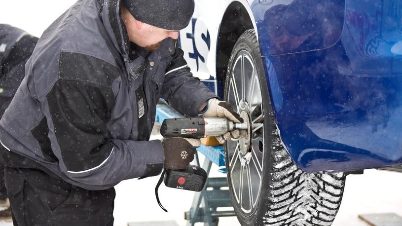 Зимние шины: переобувать автомобиль прямо сейчас или подождать?